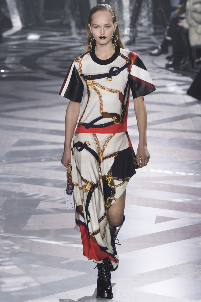 Louis Vuitton Fall 2016 | Paris Fashion Week