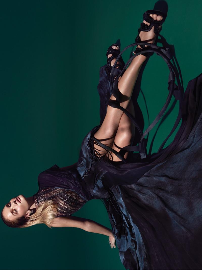 Rosie Huntington-Whiteley flaunts her legs in a Mary Katrantzou dress