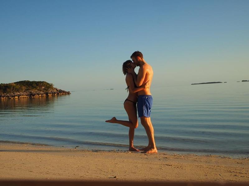 Taylor Swift shares a kiss with her boyfriend Calvin Harris on the beach