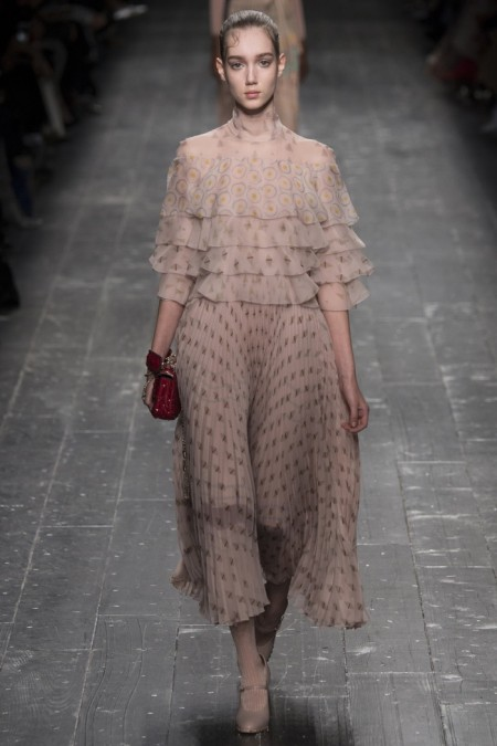 Valentino Fall 2016 | Paris Fashion Week