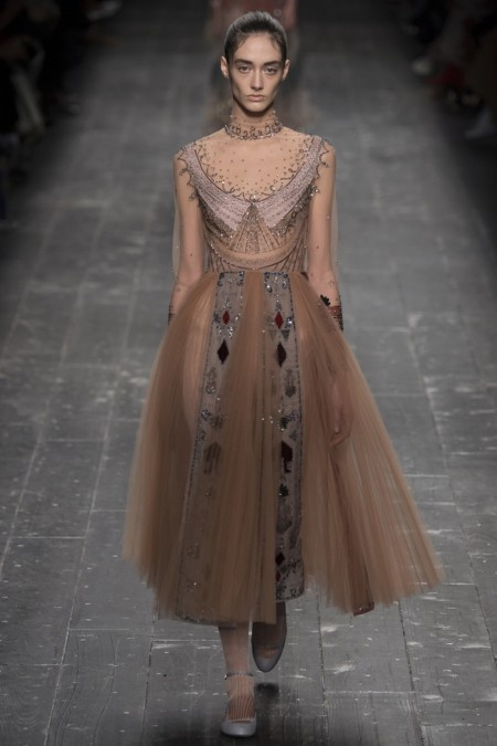 Valentino Fall 2016 | Paris Fashion Week
