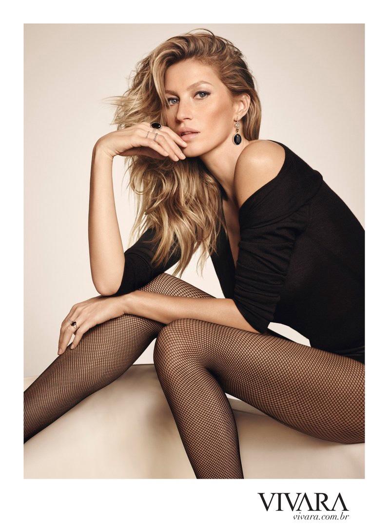 Gisele Bundchen flaunts her famous legs in Vivara Jewelry campaign