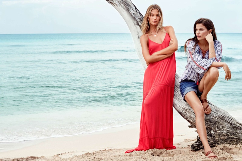 Barbara wears H&M Maxi Dress and Double-Strand Necklace, Cameron wears H&M Puff Blouse, Denim Shorts and Sandals