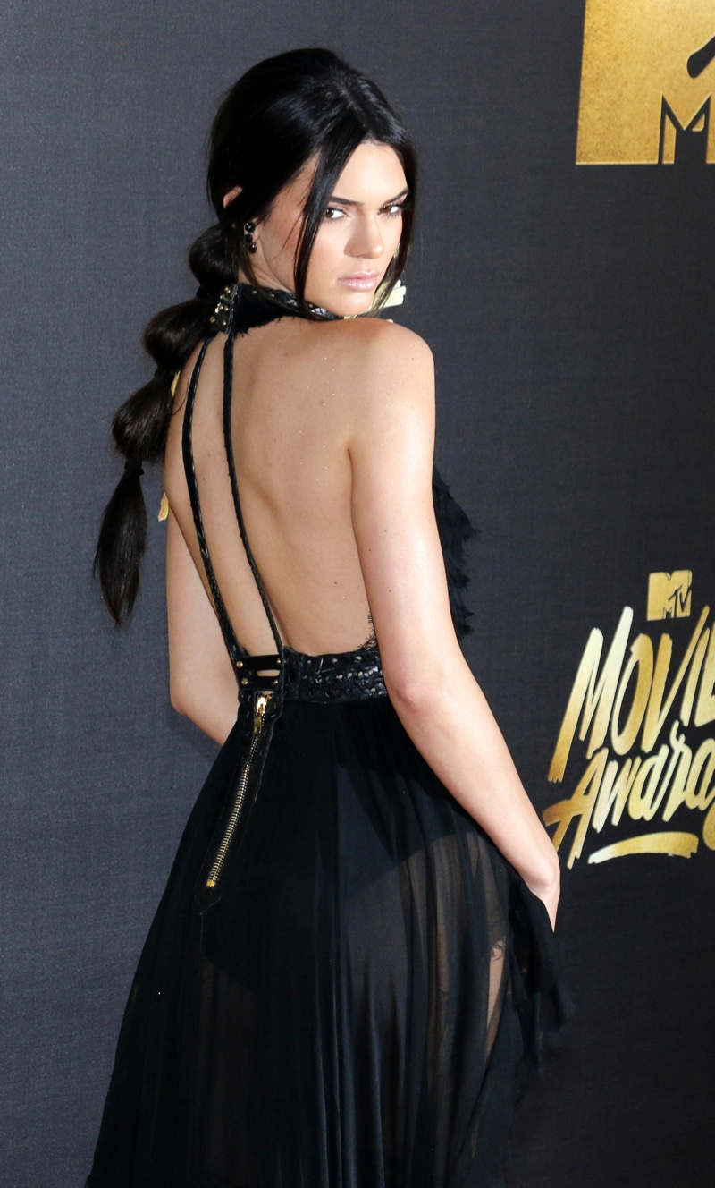 APRIL 2016: Kendall Jenner attends the 2016 MTV Movie Awards wearing a long ponytail hairstyle with knots. Photo: Tinseltown / Shutterstock.com