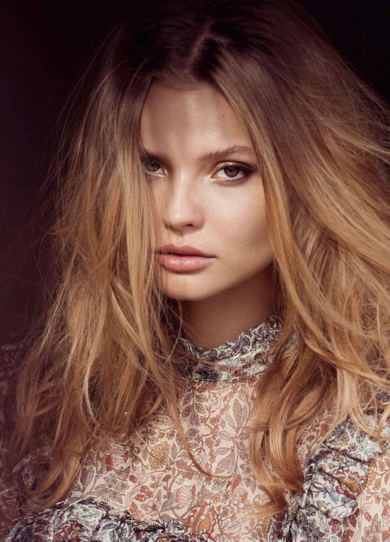 Magdalena serves beauty inspiration with a wavy hairstyle and dewy makeup look