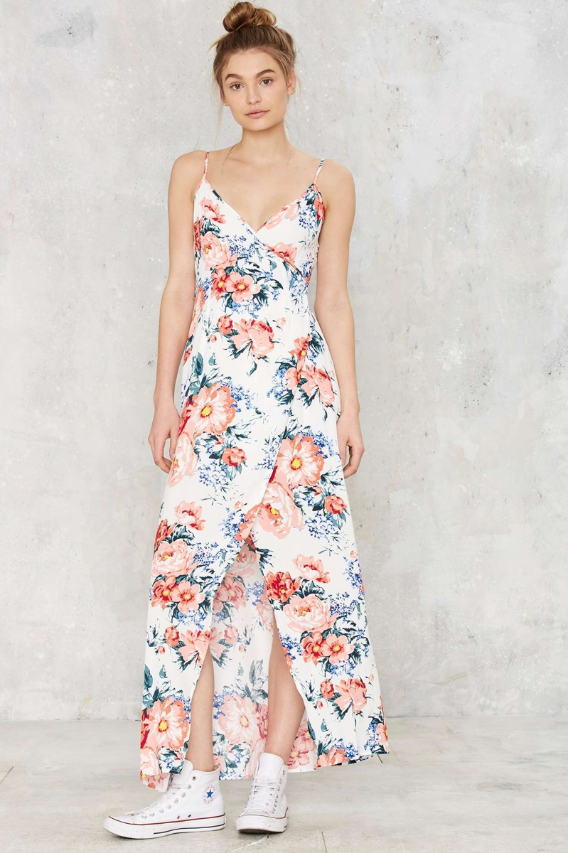 Old Navy has a collection of floral dress that provides a stylish look and a comfortable fit. Choose from floral dress in a wide selection of fabulous styles and colors.
