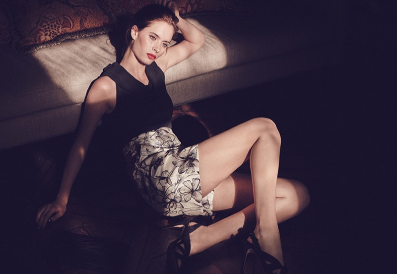 Reiss Ace Knitted Roll-Neck Top, Caggie Printed Shorts in Floral Print and Rhiannon Sandals