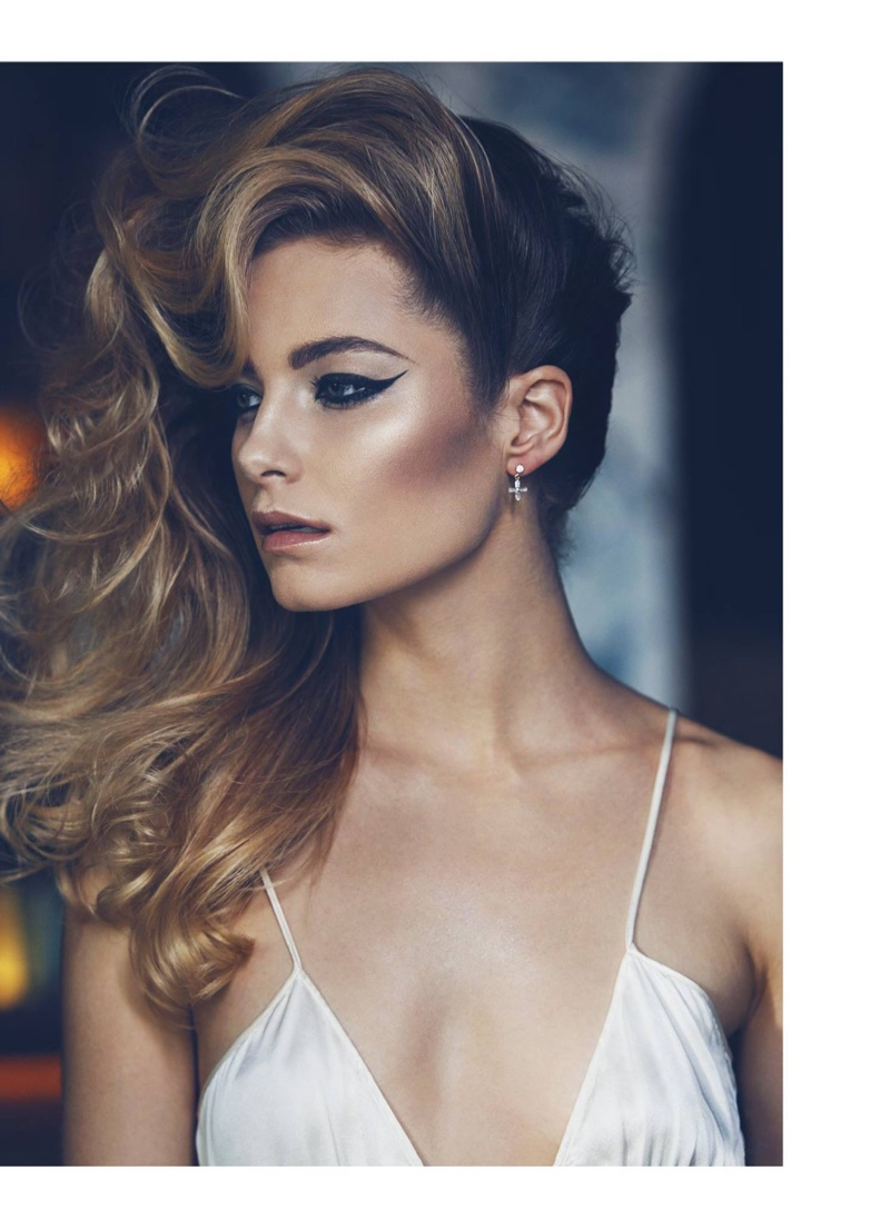 Giving major hair envy, the blonde model wears her hair in voluminous waves