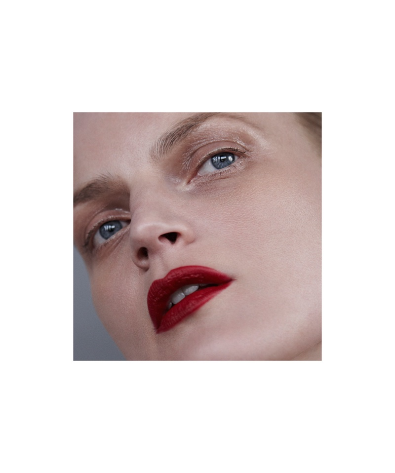 Guinevere van Seenus wears a dark red lipstick shade
