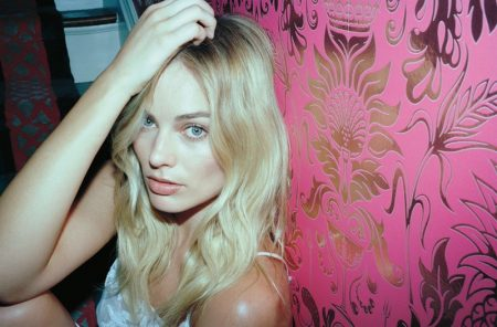 Margot Robbie Stars in Oyster, Talks 'Suicide Squad' Character