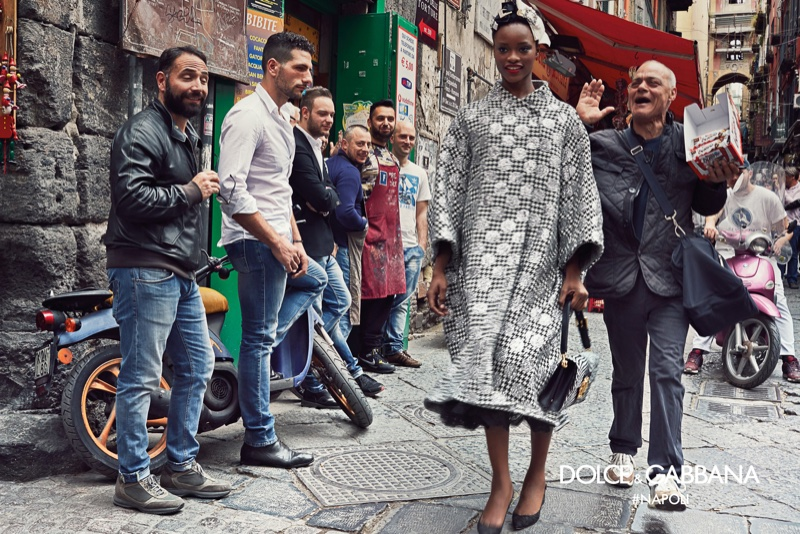 Mayowa Николас звезды в осенне-зимний 2016 года кампании Dolce & Gabbana в