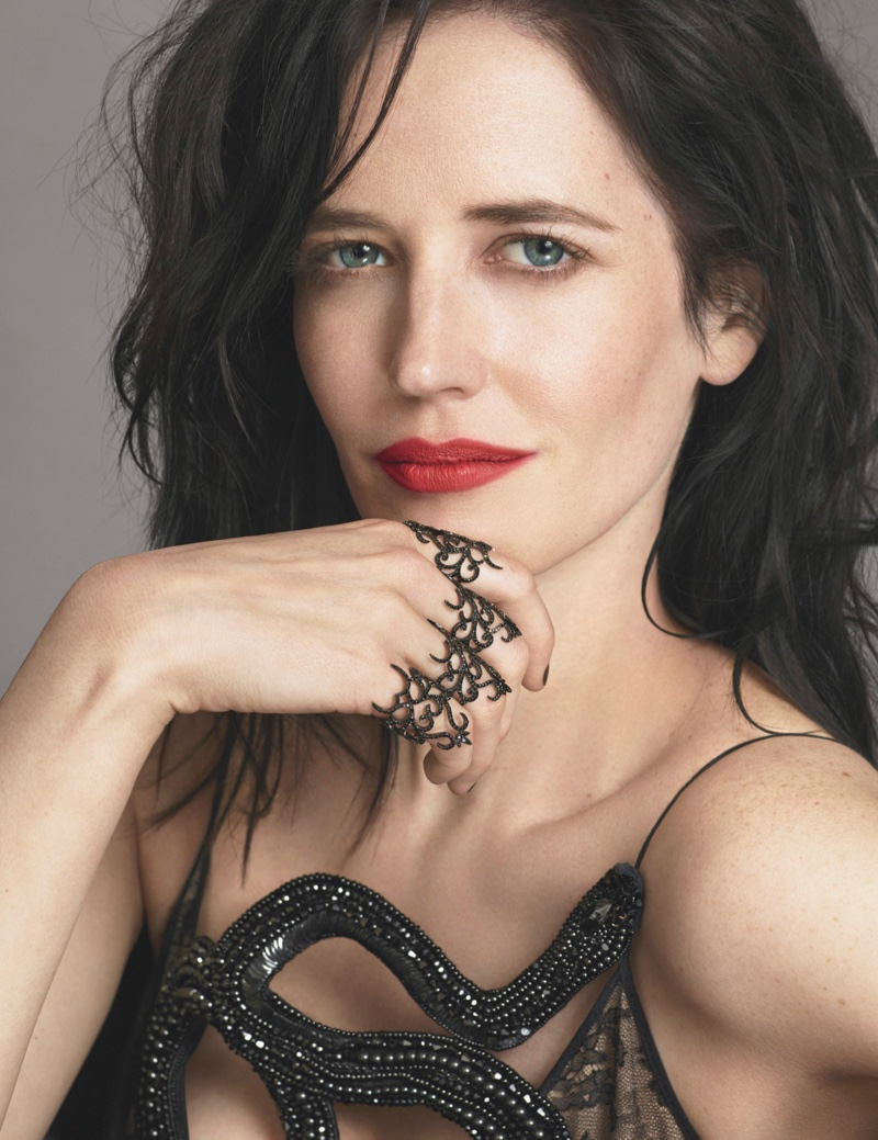 Eva Green gets her closeup wearing a Gucci gown with Lynn Ban rings