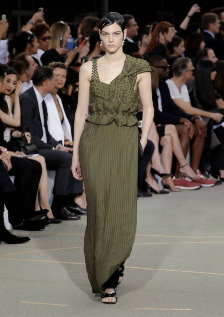 Givenchy's Fall 2016 Haute Couture Features Gorgeous Dresses