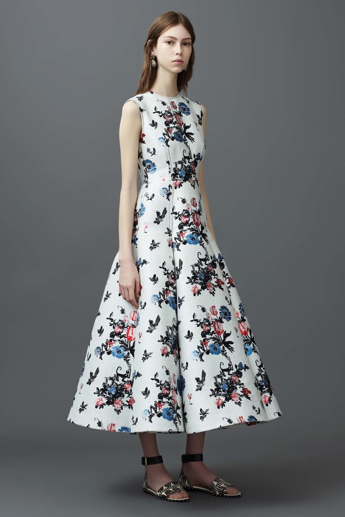 Valentino Resort 2017: Embroidered dress with fit and flare silhouette