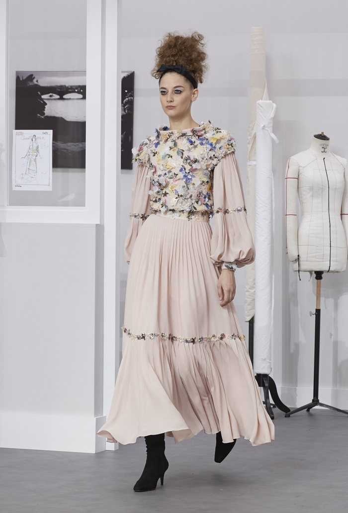 Chanel warms up to soft autumnal hues for its haute couture fall-winter 2016 collection.