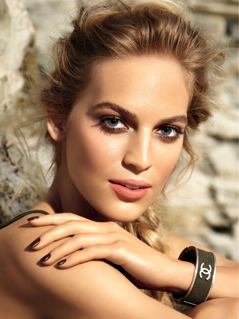 Vanessa Axente poses in Chanel's summer 2016 makeup collection
