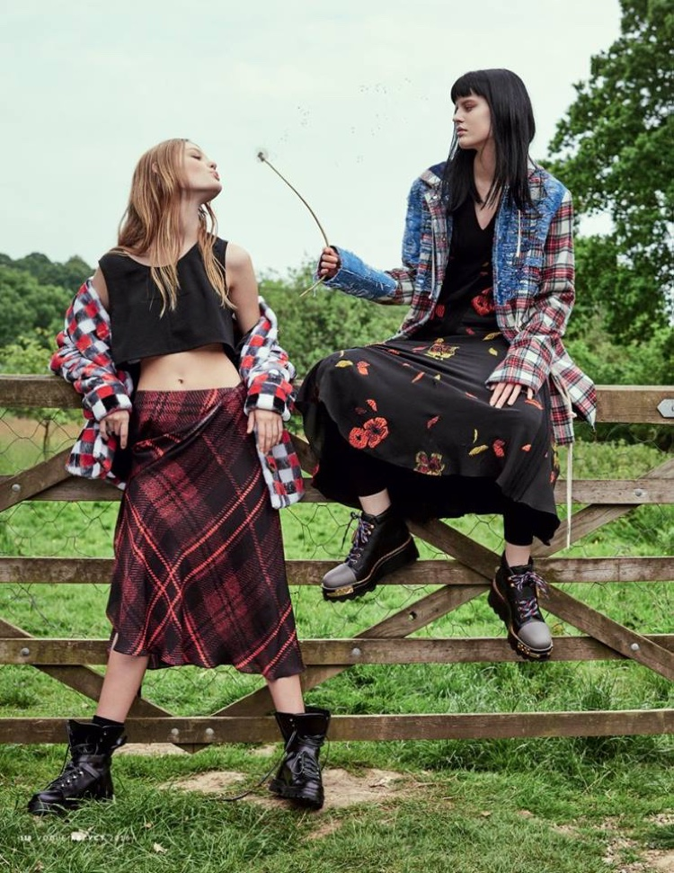 The models have a grunge moment with plaid fashions