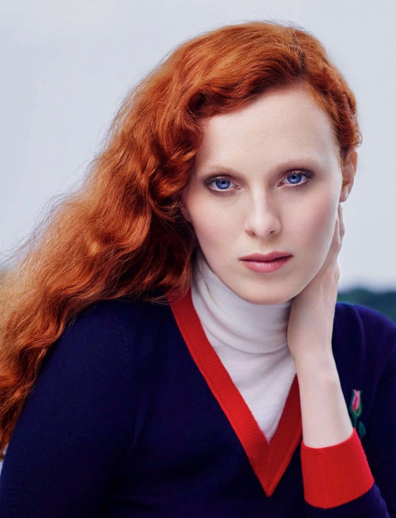 Karen Elson gets her closeup with a long and wavy hairstyle