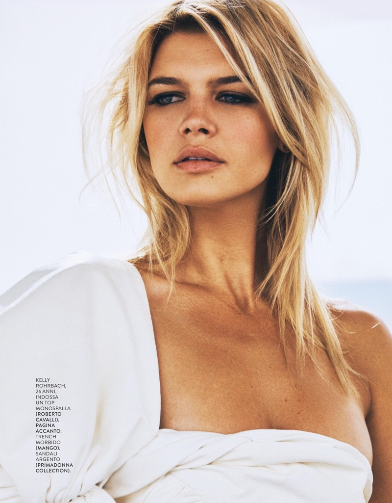 Kelly Rohrbach wears a messy hairstyle with draped look