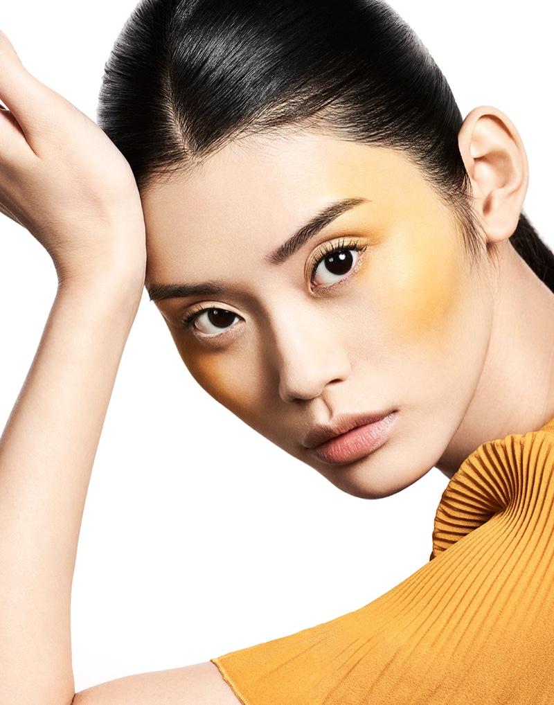 Ming Xi shines with bronzed cheeks