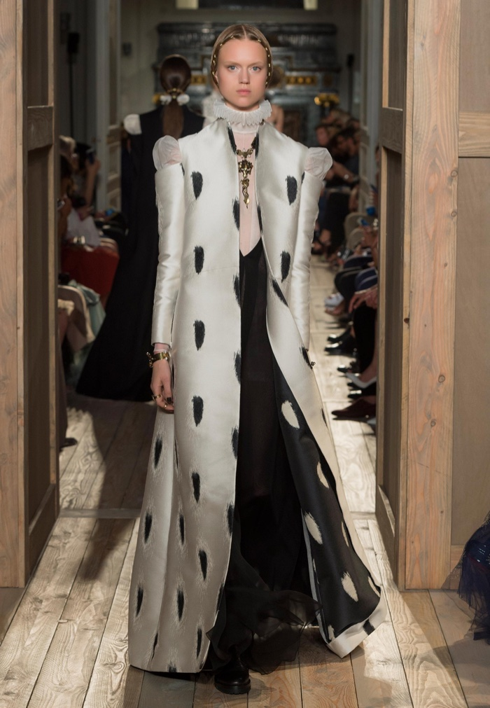 Valentino Haute Couture Fall 2016: Long coat with puffy sleeves and Elizabethan collar