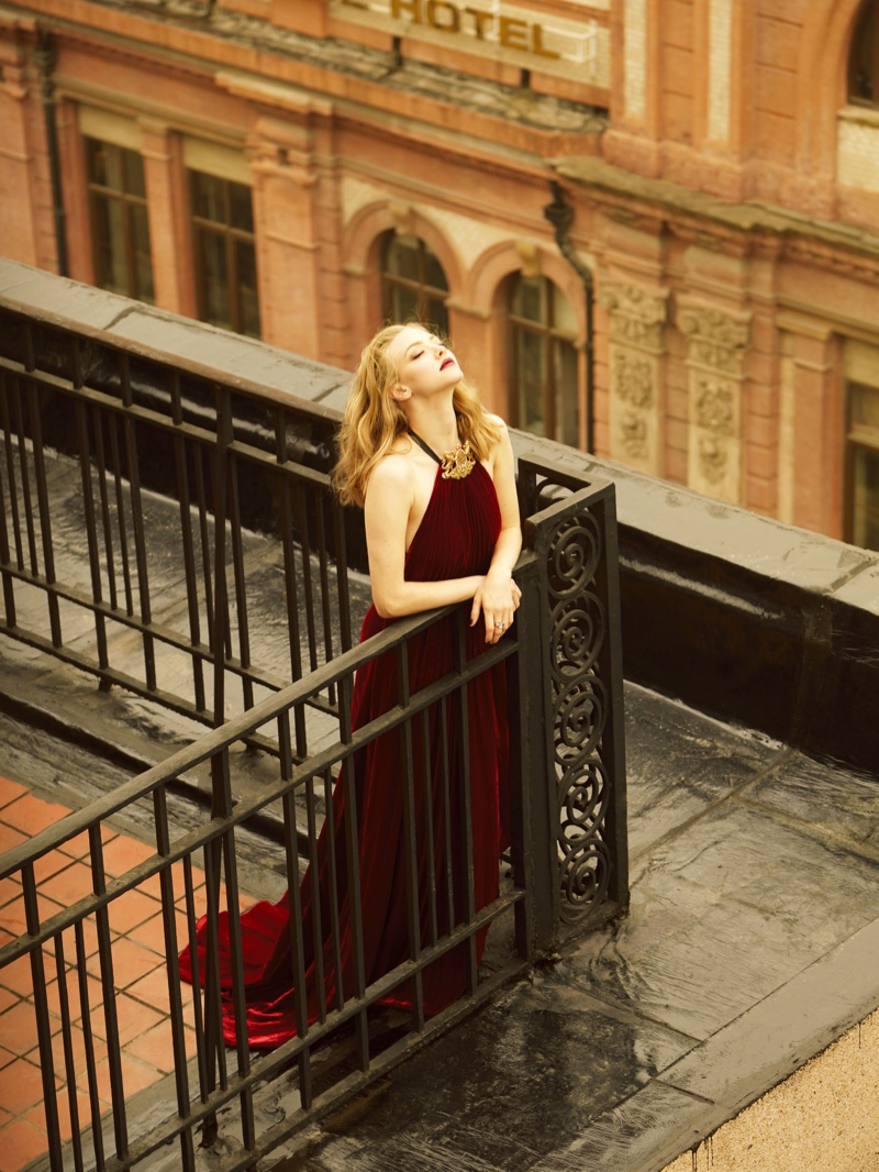 Amanda Seyfried stuns in burgundy colored velvet Ralph Lauren Collection gown
