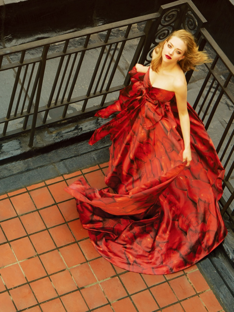 Amanda Seyfried wears red strapless Gucci gown