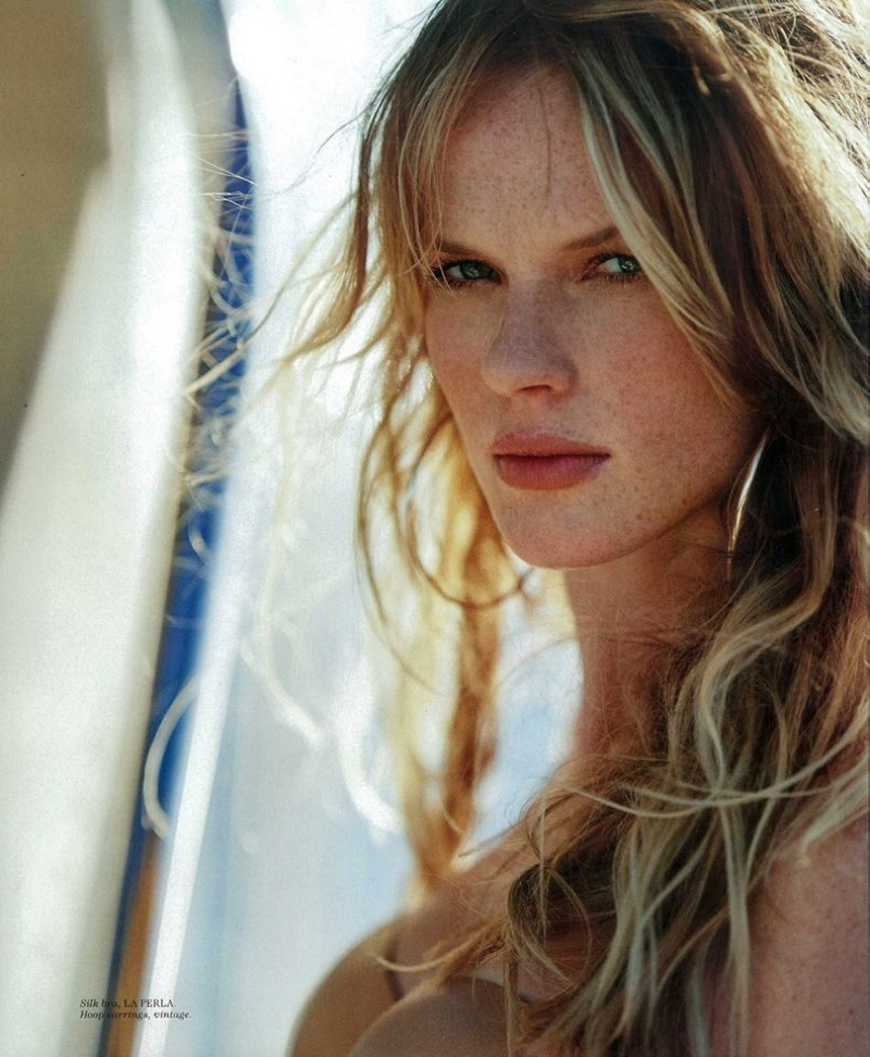 Anne Vyalitsyna gets her closeup, wearing her tresses in tousled waves