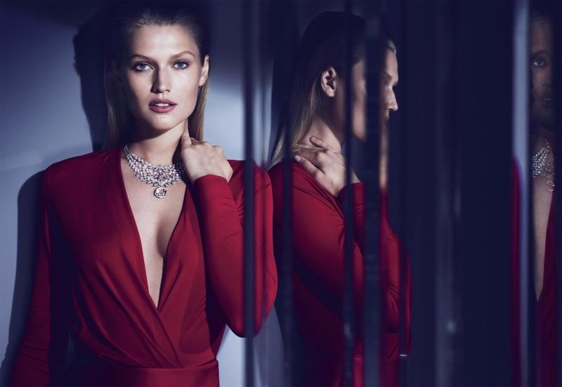 Toni Garrn wears Cartier Magicien high jewelry necklace