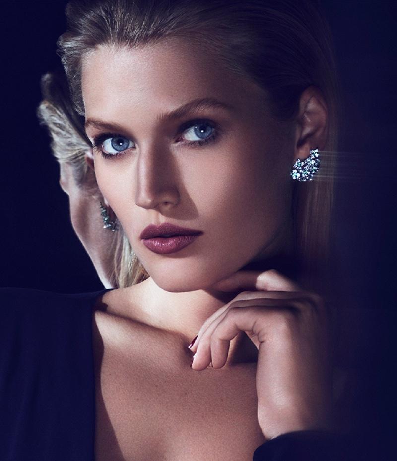 Toni Garrn wears earrings from Cartier's Magicien jewelry line