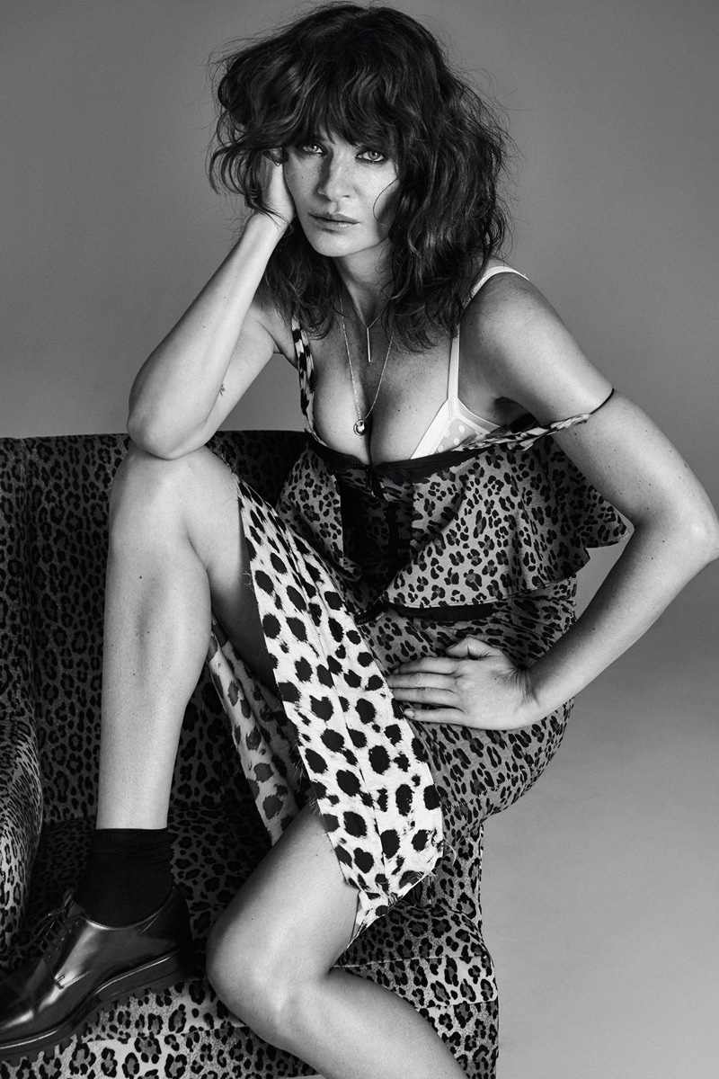 Helena Christensen embraces wild prints, even with the chair