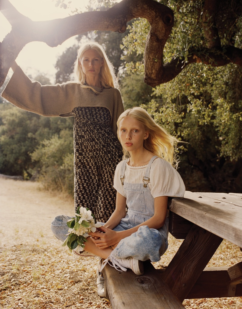 Mother and daughter Kirsty and Violet Hume pose for Mailbu Magazine