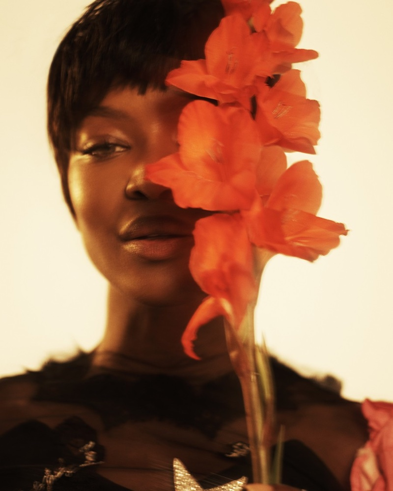 Naomi Campbell gets her closeup with blooms