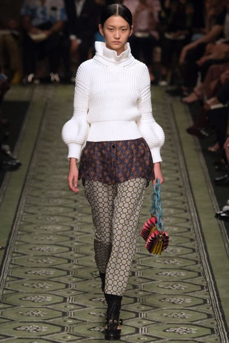 Burberry Gets Romantic with Fall 2016 Show