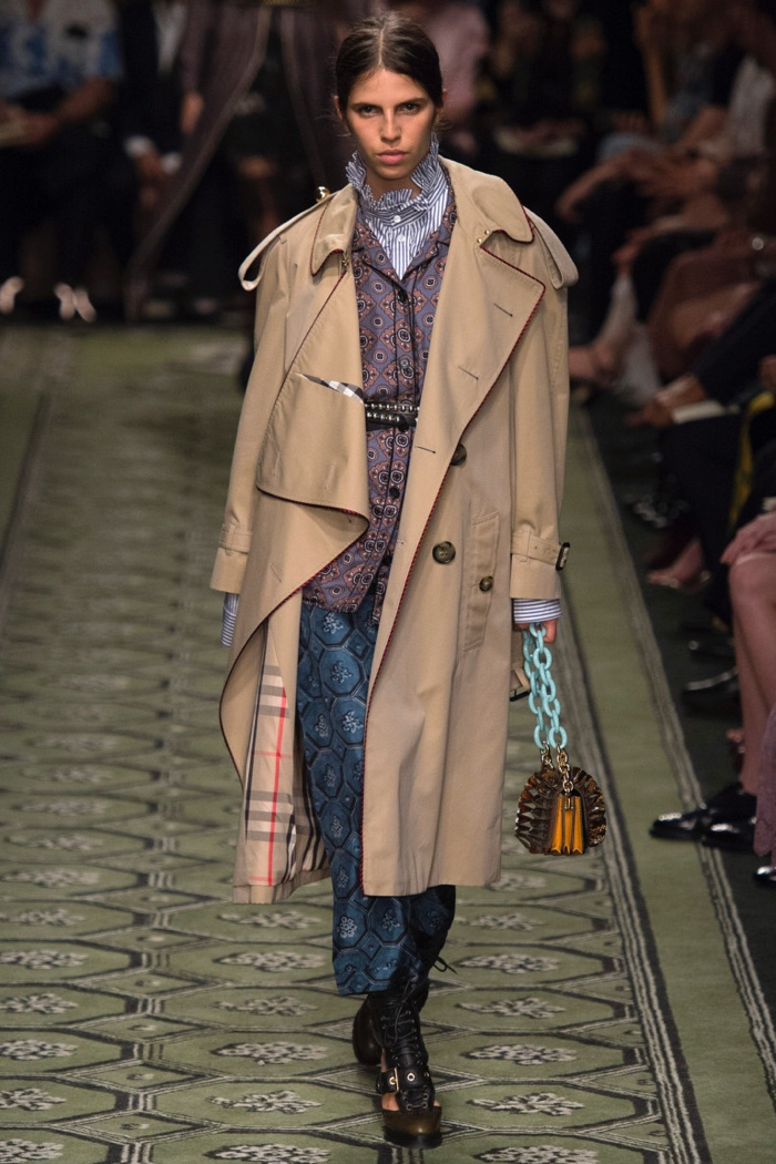 Burberry Fall 2016: Model walks the runway in trench coat over layered separates