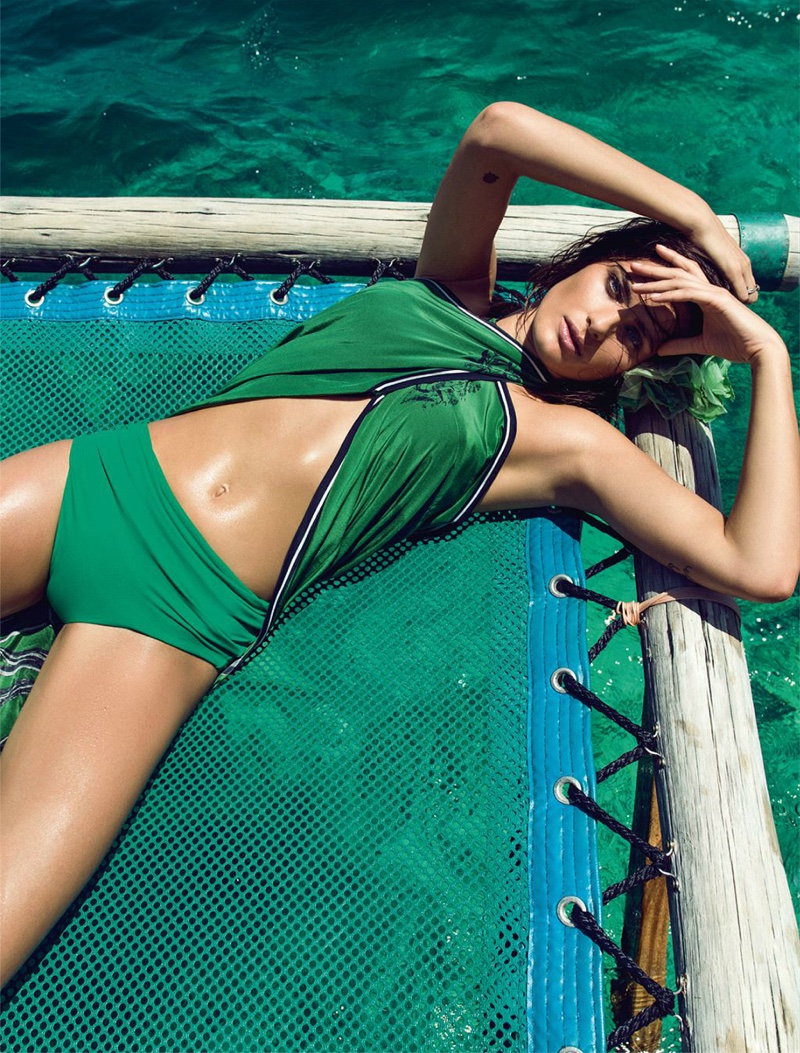 Isabeli Fontana stuns in an emerald green beach look