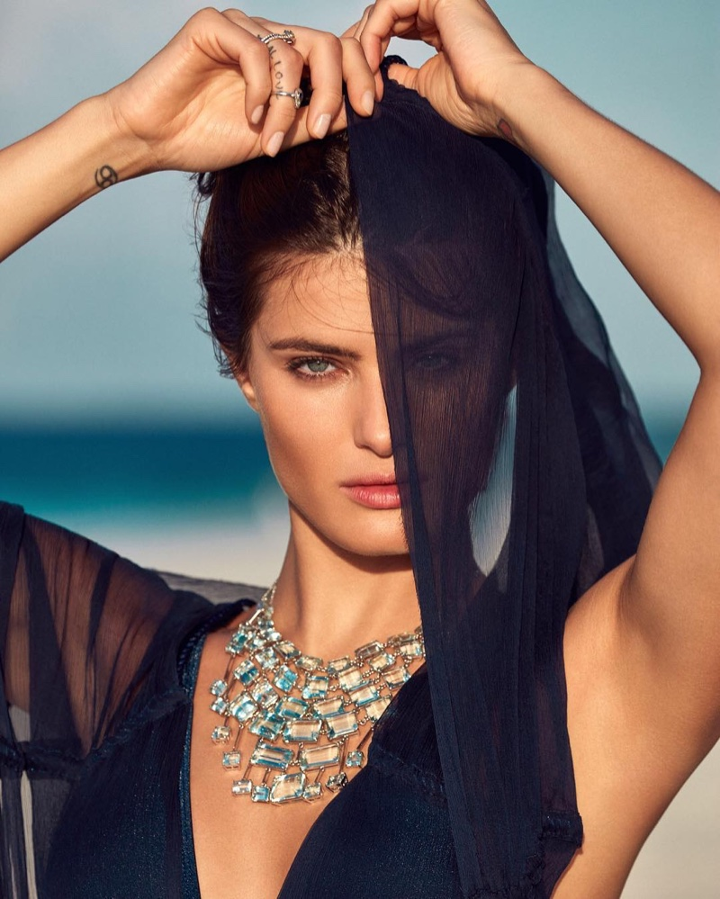 Isabeli Fontana gets her closeup in a statement necklace