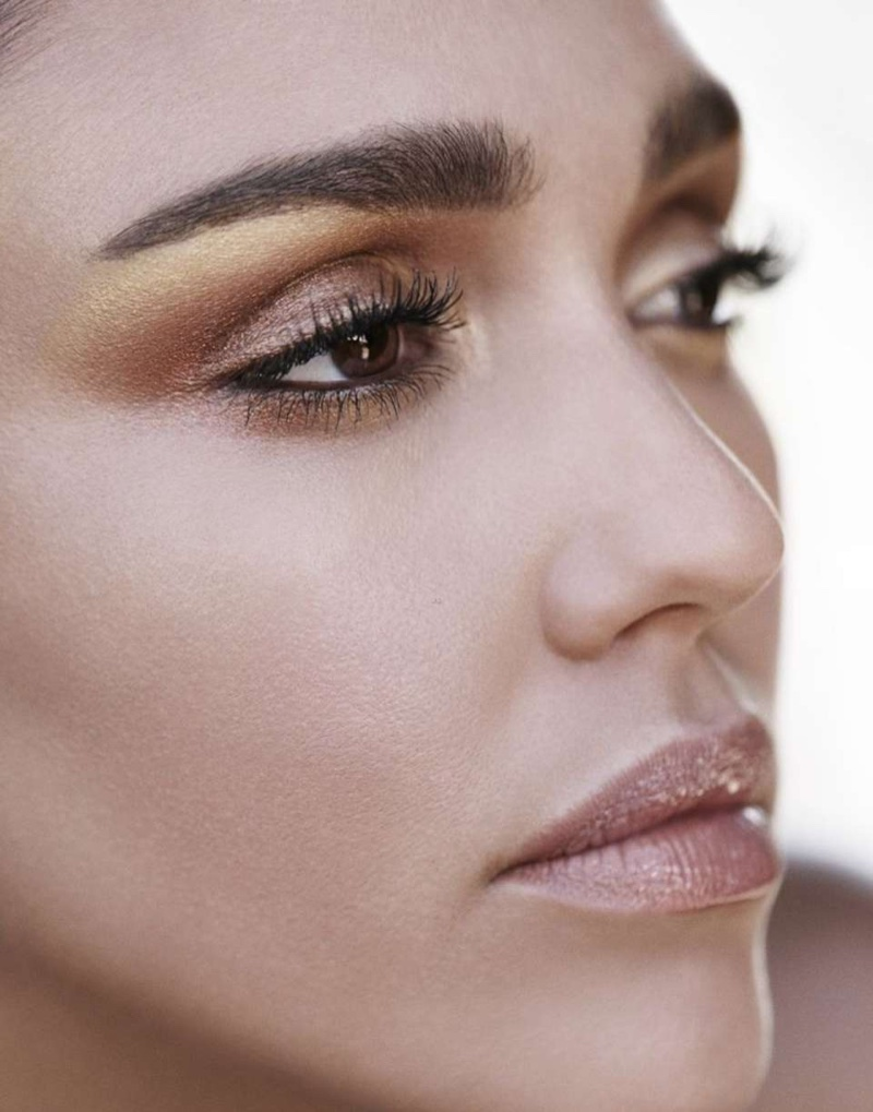 Jessica Alba shows off a shimmering eyeshadow look
