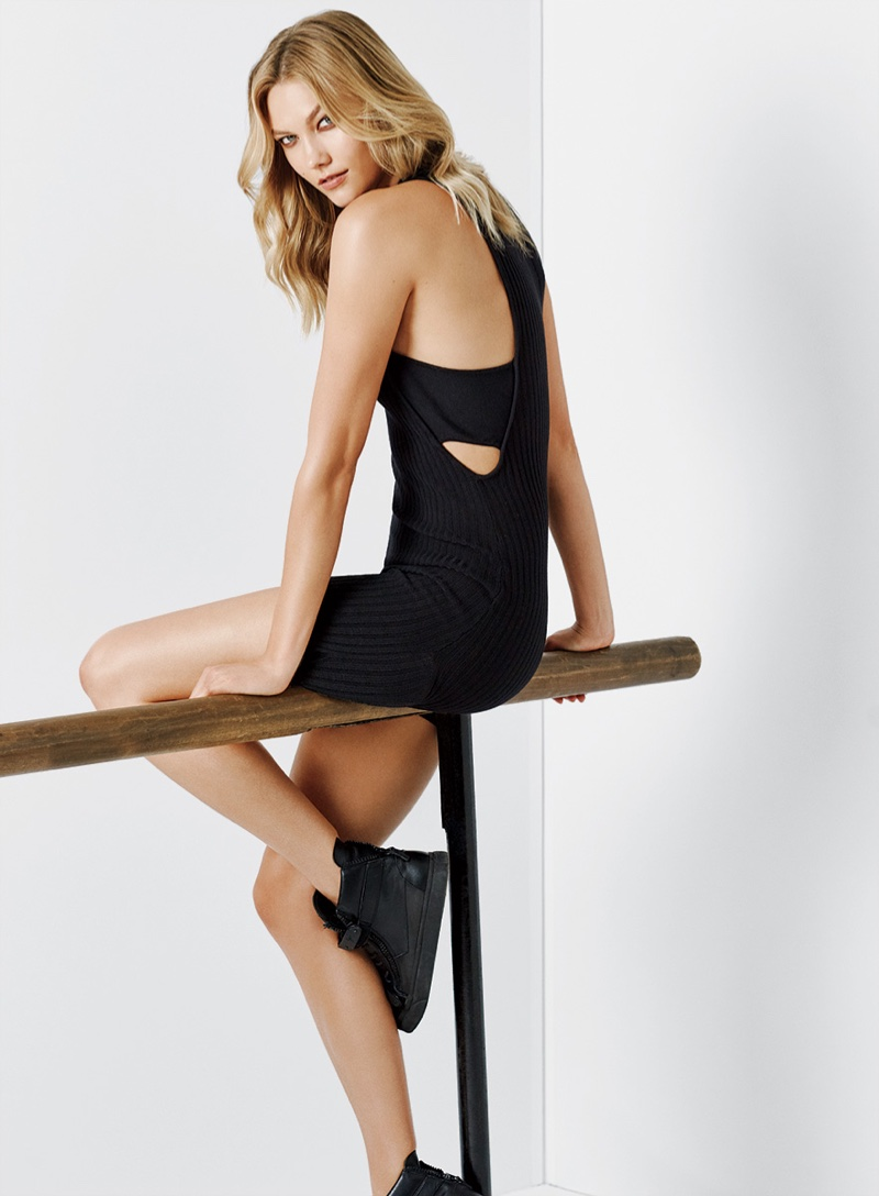 Karlie Kloss flaunts some leg in a sporty look