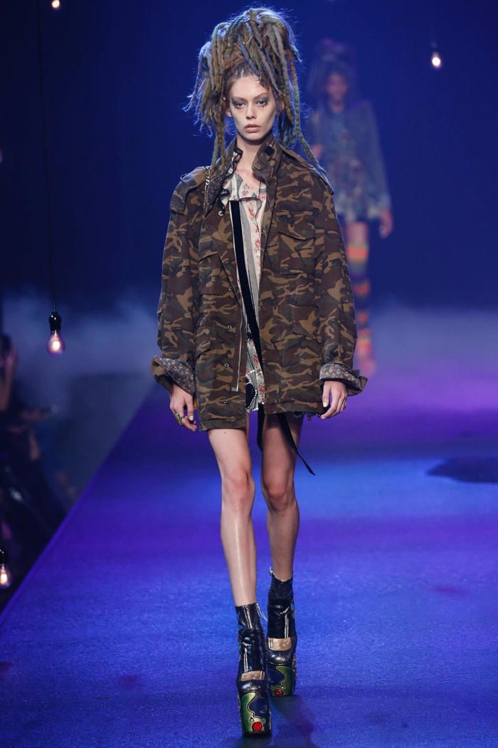 Marc Jacobs Spring 2017: Ondria Hardin walks the runway camouflage jacket