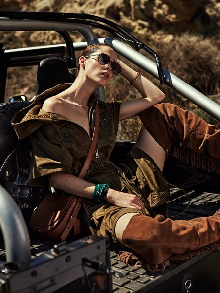 Carla Crombie Takes On the Military Trend for Mujer Hoy