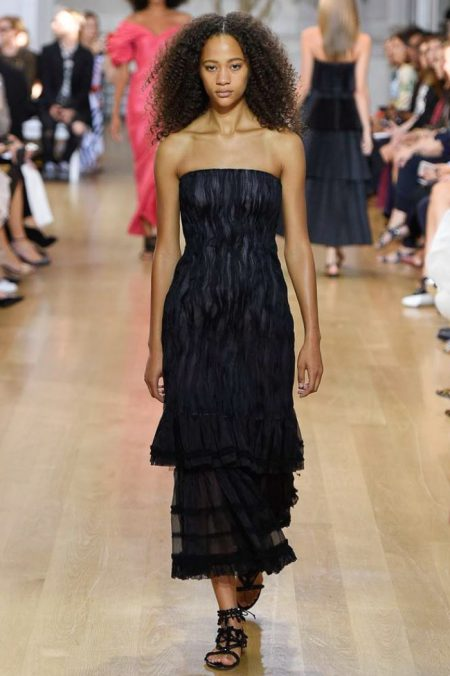 Oscar de la Renta Showcases Relaxed Glamour for Spring 2017