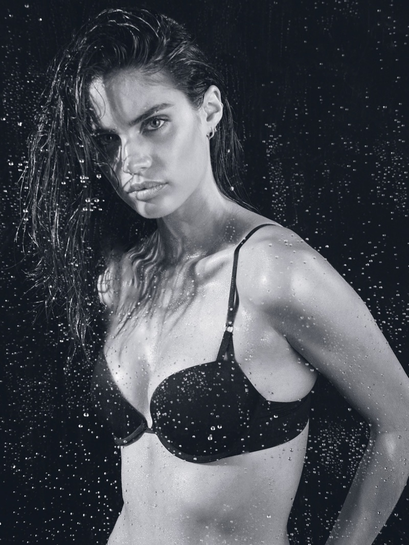 Sara Sampaio wears demi bra