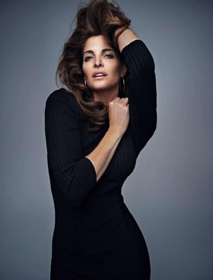 Model Stephanie Seymour wears little black dress made of ribbed knit