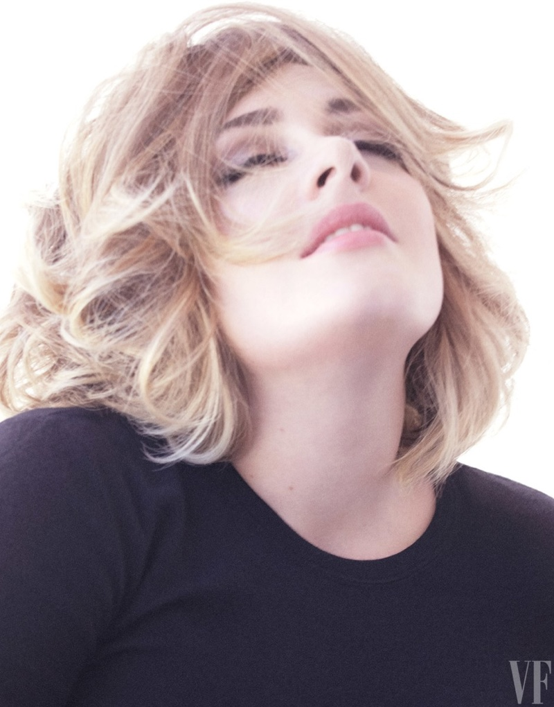 Adele wears a chic makeup look