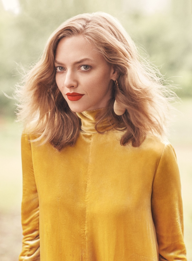 Amanda Seyfried wears her golden locks in a wavy lob hairstyle