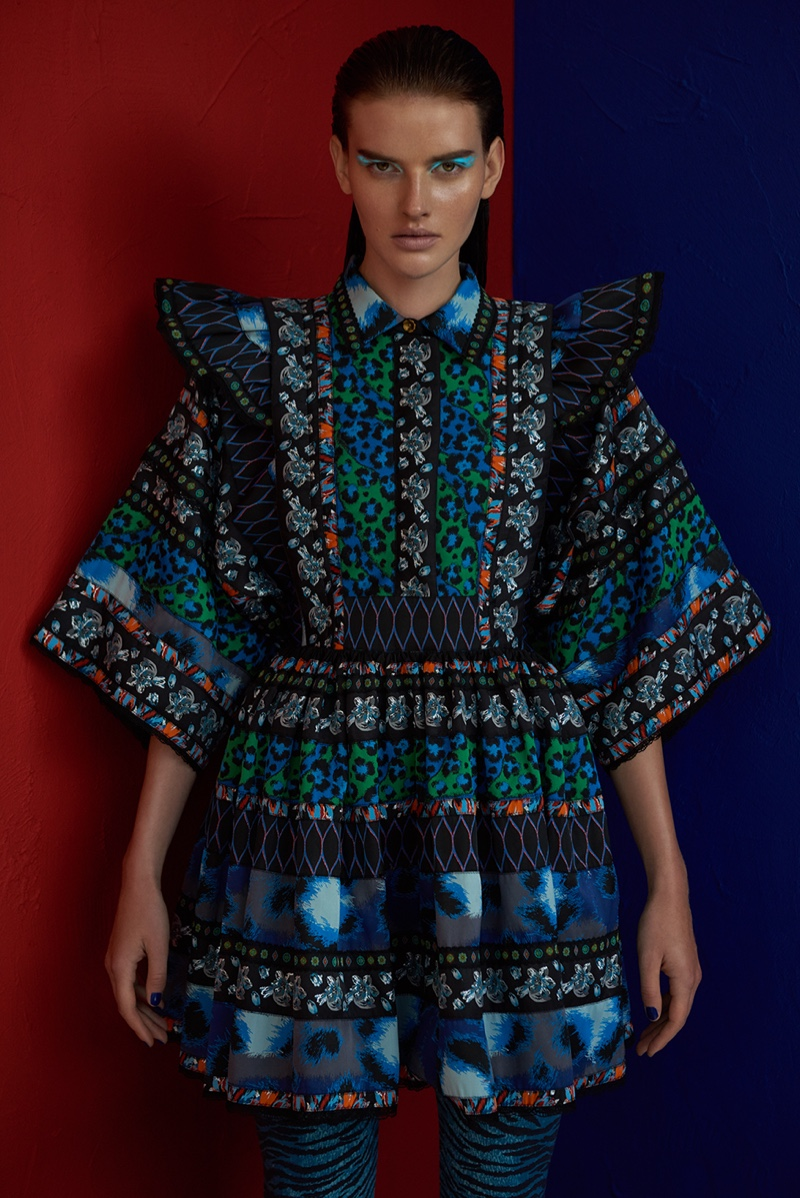 Wearing a look from the Kenzo x H&M collaboration, Dorota Kullova embraces colorful prints
