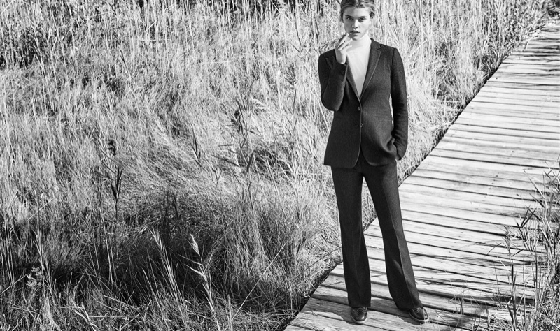 Posing outdoors, Nina Agdal suits up in a Massimo Dutti jacket, pants and sweater