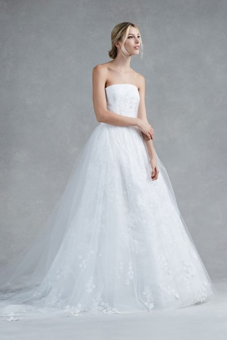 Oscar de la Renta's Fall 2017 Bridal Dresses Are Made for a Princess