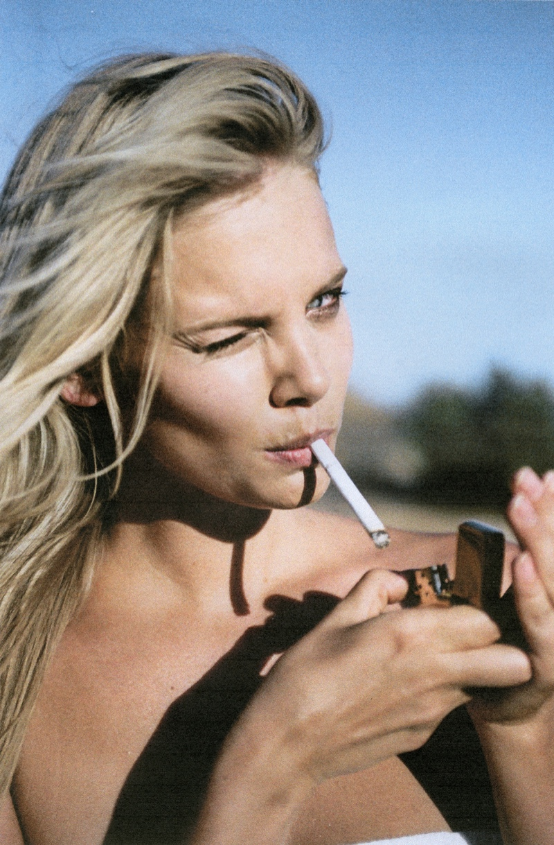 With a wink, Marloes Horst enjoys a smoke